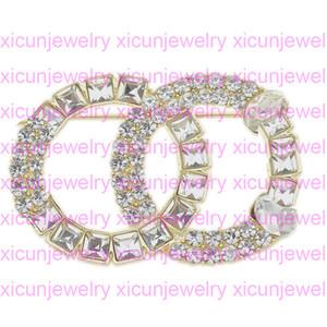 Yeni Varış Broşlar Lüks Kristal Tasarımcı Broş Pins Alaşım Broş Giyim Mektubu Broş Kadın Moda Takı En İyi Kalite