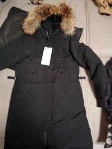 Revestimento da marca dos homens italianos peuterey com bolsos removíveis e colarinho de pele com capuz para baixo jaqueta. Jaqueta leve para baixo em wm
