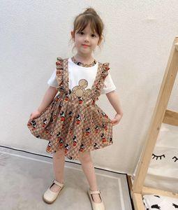 2021 Tasarımcı Çocuklar yazlık kıyafetler Çocuk Karikatür Harf Baskılı Kısa Kollu T-shirt + saçak Suspender Pileli Etekler 2pcs A4629 ayarlar