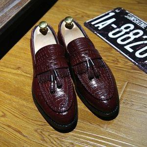 Scarpe da uomo in vera pelle di alta qualità uomini in pelle di cuoio da uomo scarpe vintage nappa uomini scivolano su scarpe Outdoor Oxford Mocassin Homme Delocd T200610