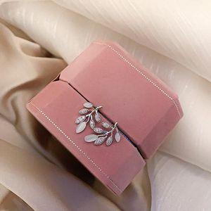 1 Gifts Bola Cabelo Par Moda Artificial Dangle Earring para as mulheres brancas bonito Pompom Brinco Menina agradável Acessórios