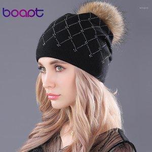 [Bone] Rhinestones weiche Wolle Strickkappen Waschbärpelz flaumig Pompon lässig weibliche Winterklotzies Mützen Hut für Frauen Hüte1