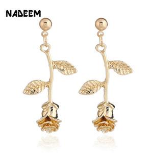 Ewelry Accessori NADEEM Donna Oro / oro / argento di colore Metal Rose fiori orecchini per la donna romantica delicato rosa orecchini Chi ...