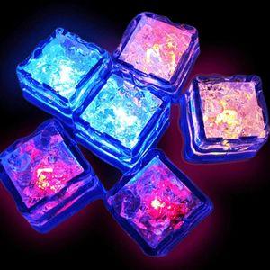 Cube LED luminoso Ice Cube Water Sensor Modifica cubi LED artificiale Ice Cube Romantico Glow Ice Party Flash Light Forniture BWD1273