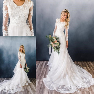 New Simple A-line Modest Wedding Dresses With Long Sleeves Scoop Neck Champagne Lace Appliques Flowers Plus Size Garden Country Bridal Gowns