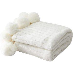 Одеяла бросают одеяло для дивана, белый трикотаж с помпонами, нечетким, пушистым, мягким, уютным, теплым вязаным покрытием