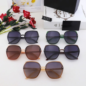 New CH2220 Sunglasses For Women Popular Fashion Summer Style With The Stones Top Quality UV400 Protection Lens Come With Case Box CH2220