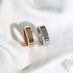 Düz Yüzük Baskılı Yeni Stil Çok Basit Ve Zarif Yüzük Moda Mektup Yüzükler Yüksek Kaliteli Titanyum Çelik Takı Kaynağı