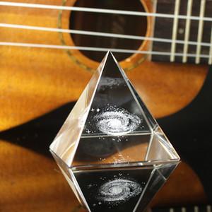 Crystal Pyramid 3D láser grabado Galaxy Glass Pyramid Fengshui Figurine Decoración del hogar Accesorios para sala de estar LJ200903
