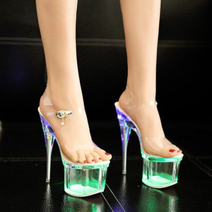 Frauen-Kristall 18 / 20cm Heels Nachtclub Luminous Sandalen Tanzschuhe Kristall LED-Licht Plattform-Sandelholz-Sandalen De Las Mujeres