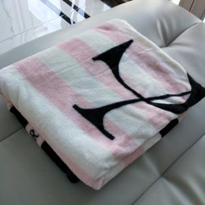 Coperte di tiro sottili a strisce nere grige a maglia MANTA Coral Coperta di flanella divano / del divano letto / aereo Viaggi plaids estate TV coperta
