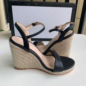 2020 Sandali da pantofole Tacco alto Diapositive Best Quality Designer Shoes Design Animal Design Huaraches Flip flops Mocassini per le donne per scarpa
