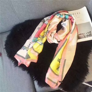 The new brand silk scarves designed by the high-quality royal spring designers for women in 2019 are the fashionable hot style of women's