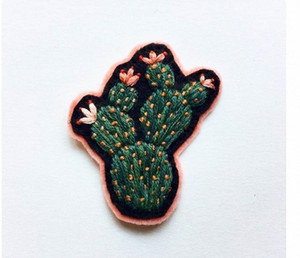 Carino Cactus creativa patch ricamato ferro sulla zona T-shirt del distintivo di Applique di DIY vestiti Patch Emblema Sew On spedizione gratuita B5ob #