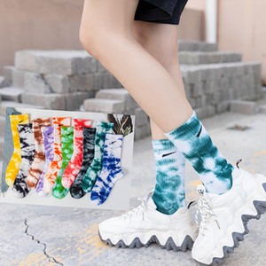 2020 neue Männer Frauen Unisex Neuheit Bunte Krawatte-Färbe Skateboard Baumwolle Harajuku Hiphop Socken Top Sport Paare Lange Socke