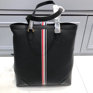 The new men's briefcase is the first exclusive lychee line soft coyote bag body lines simple and easy to work at ordinary times