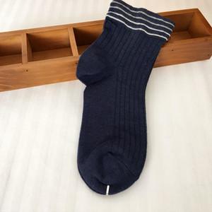 2020 Mode d'été Hommes Sport Sock Hommes Femmes Haute Qualité Coton Bateau Sock Hommes de basket-ball Sock Sous-vêtements pour hommes One Taille Livraison gratuite