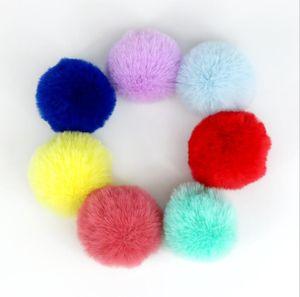 Piel artificial bola de lana llavero colgante de la bola suave Pom Poms llavero bola precioso para el llavero del encanto del bolso punto Hat Accesorios GWC3683