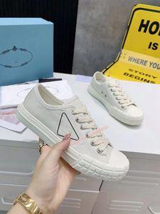 Prada shoes 2020 En Kaliteli Kadınlar Yüksek Üst Tuval Ayakkabıları Düşük Topuklu Lüks Moda Tuval Ayakkabılar Casual Flats Açık Spor Ayakkabı Boyutu 35-39