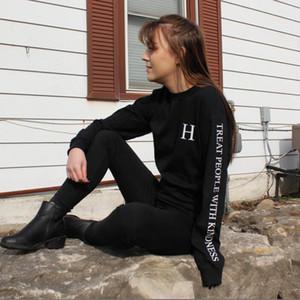 Vsenfo Harry Styles Mujeres Sudaderas tratar a las personas con amabilidad sudaderas con capucha divertidas letras impresas Harajuku suéter del otoño del resorte 201019