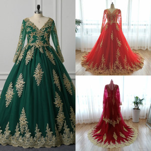 2021 Saudi Arabic Green Wedding Dresses A Line With Gold Lace Applique Beaded Illusion Long Sleeve V-neck Muslim Wedding Dress Bridal Gowns