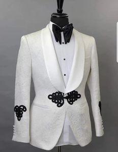 Elegante abito da sposa per matrimoni 2019 Cina disegni Abiti da uomo su misura con pantaloni Bianco stampato Giacca per lo smoking Giacca da ballo per uomo