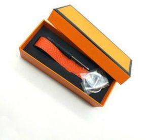 2020 Moda llavero diseñador unisex llavero de cuero real con llavero de acero inoxidable llavero en oro blanco con negro