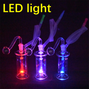 Neue LED-Glas Bong Wasserrohre 10mm Female Pyrex Glow in the dark Recycler Bohrinseln Glaspfeife mit Glasrohr Ölbrenner