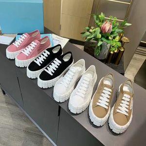 Prada primavera e l'autunno delle donne degli uomini nuova tela di canapa marcia moda con la suola spessa in alto rosa nere tutte le scarpe partita casuali