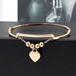 Bangle 4 стальные шарики английского персикового сердца скрытая пряжка браслет личности модные женщины титановые украшения