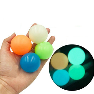 6.5 cm Palloni da soffitto Glow in the Dark fluorescent Sticky Palloni da parete appiccicoso per il soffitto Target Ball Decompressione Relax Toy Stress Ball FY7384