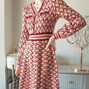 2020 nouveau design manches jupe chandail bulle robe simple tricot automne et d'hiver rhombique V-cou des femmes d'origine