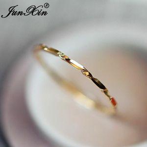 Junxin Empilable Bagues minces pour femmes Or Jaune Gold Embouje Joint Minimaliste Bague Femelle Filles Délicat Tail Bague