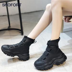 SHOFORT Ankle Boots für Frauen 2020 Mode-Kreuz-gebunden Hookloop starke untere Plateau Stiefel All-Gleiches dünne warme Winterschuhe