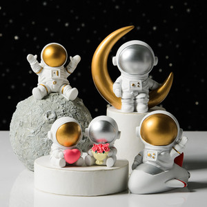 Hot 2021 Creative resin space astronaut ornaments desk soft outfit studio bookcase modern home Valentine's day gift