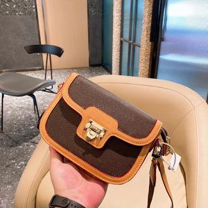 21 New Style Messenger Bag Designer Retro Lettere Borsa a tracolla Senior Bolletta Fashion Collocation Puppy Ornament Trend Borsa da donna WF212043