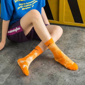 Otoño e invierno Nuevo estilo Tie-Dye N Check Hook Socks Mujeres Hombres Hombres High-Tube Cotton Pure Top Sports Hip-Hop Baloncesto Calcetines