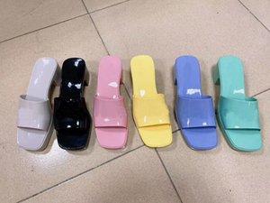 도매 고품질 여성 슬리퍼! 패션 슬라이드 라이트 가죽 섹시 슬리퍼 여름 해변 신발 탑 디자이너 샌들 크기 35-40