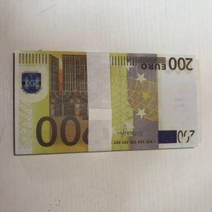 006 Venta caliente 100 paquetes de accesorios mágicos Simulación de monedas 200 EURO Spray Pistola Euro juego Magic Bar Bar Props