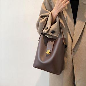 Mulheres Bucket Bag 2021 Nova Qualidade Designer PU Couro Menina Bolsa de Moda Temperamento Simples Senhoras Crossbody Bag Preto