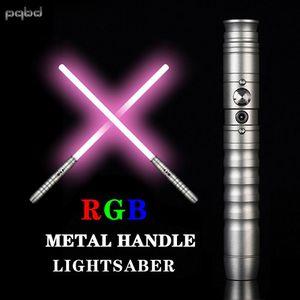 PQBD RGB Lightsaber 11 Renk Değiştirme Metal Kolu Malzeme Çocuk Hediye LED Işık Lambası Oyuncaklar Q0113