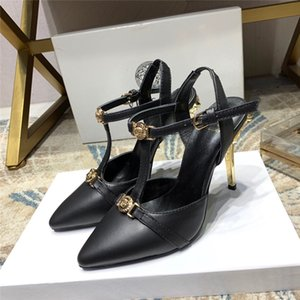 2020 Fashion Designer Femmes Chaussures Bas Hauts talons Nu orteils pointés de pompes en cuir noir Chaussures Robe mi Chaussures à talons VERSACE vbcvb