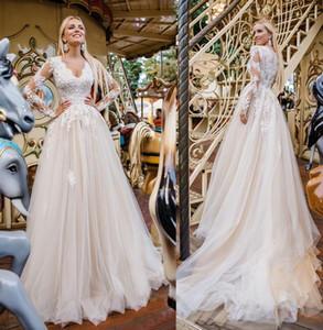 2021 Spitze lange Ärmeln Weddinig Kleider V-Ausschnitt A Line Champagner Tüll Applikationen plus Größe Brautkleider mit Knopf Sommer Beach Boho Hochzeit