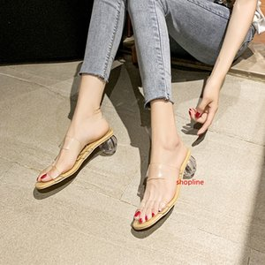 2019 Internet celebrities wear fashion sandals outside the word transparent belt women with thick heels crystal heels sexualsandals slippers