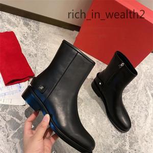 الشهيرة الشتاء المرأة الأحذية القاع الأحمر capahutta الأحذية الكاحل الأسود الجلود العروة وحيد جودة عالية العلامات التجارية الأحمر الوحيد الجوارب حفل زفاف