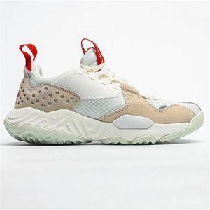 Un nuovo 2020 paio di scarpe da ginnastica marroni leggermente elasticizzati con scarpe da ginnastica bianche piatte per l'escursionismo