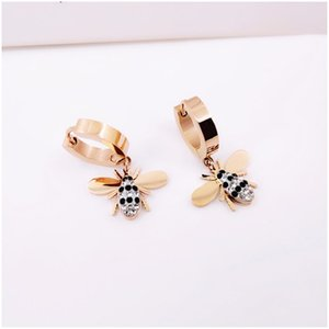 Cute Bee Women Earrings INS Fashion Perosnality Design Female Brand Pendant Studs Outdoor Trendy Female Lovely Earring