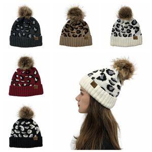 CC Leopard вязаная шапка Pom Pom Fur Ball Шапочки зимы женщин Warm Wool Вязаная Hat Открытый Keep Warm Beanie Caps Путешествия партии Шляпы 12шт