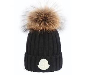 2021 الجملة قبعة الشتاء الجديدة قبعات القبعات النساء بونيه رشاقته بيني مع الفراء pompoms فتاة دافئة فتاة قبعات snapback pompon قبعة الأعلى