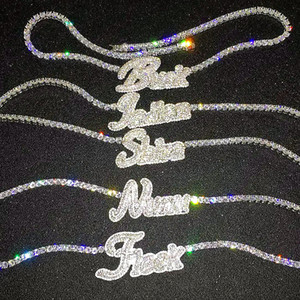Nom personnalisé Collier de lettres cursifs avec chaîne de tennis pour femmes Micro Pave Pendentif Solid Back Hip Hop Rock bijoux